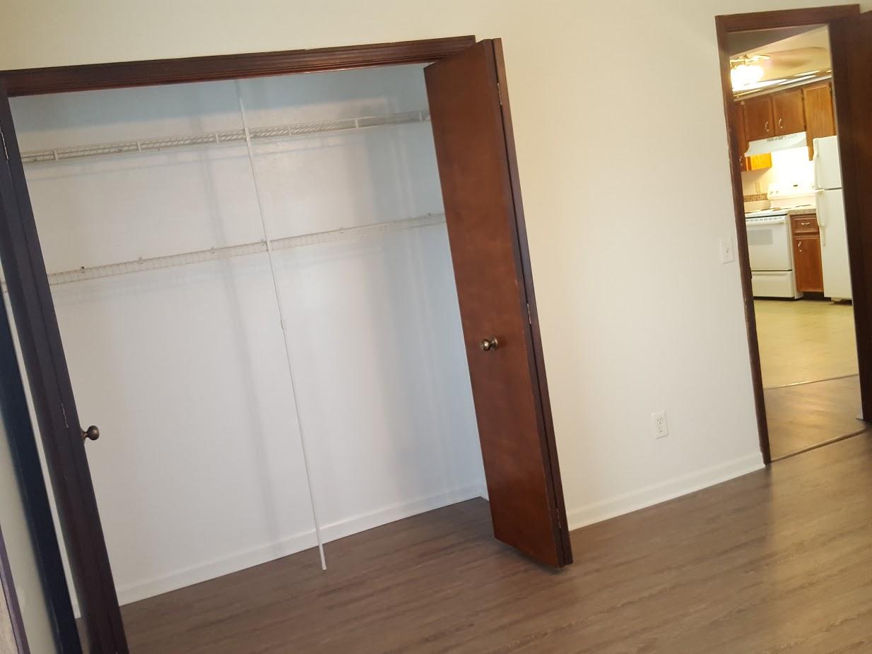 BebroomMasterC-ClosetOpen