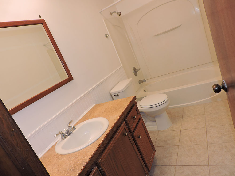 4plex-d-bathroom