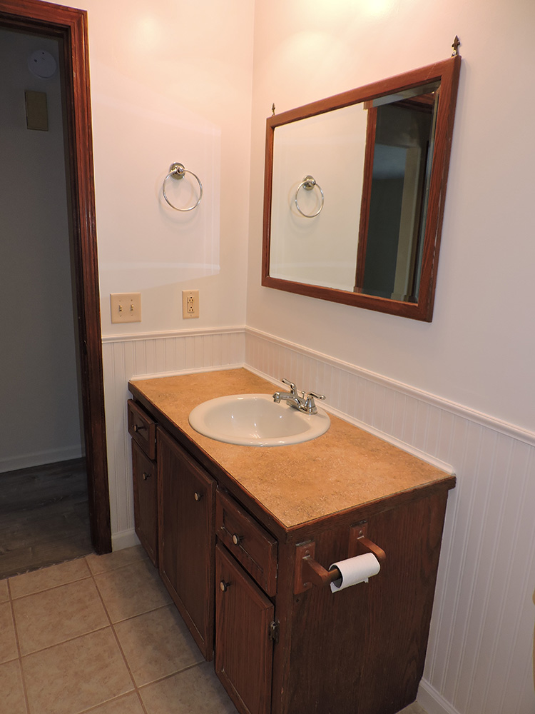 4plex-d-bathroom2