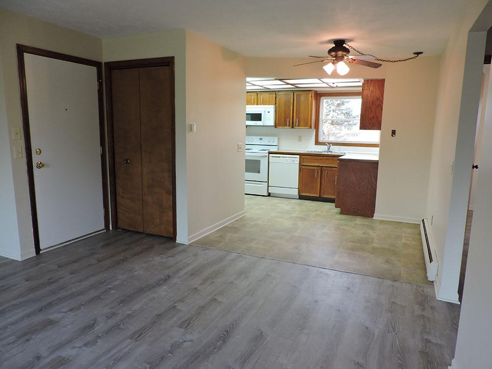 4plex-d-door-closet-dining