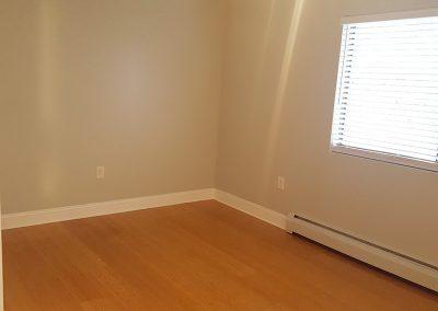 18-bedroom2